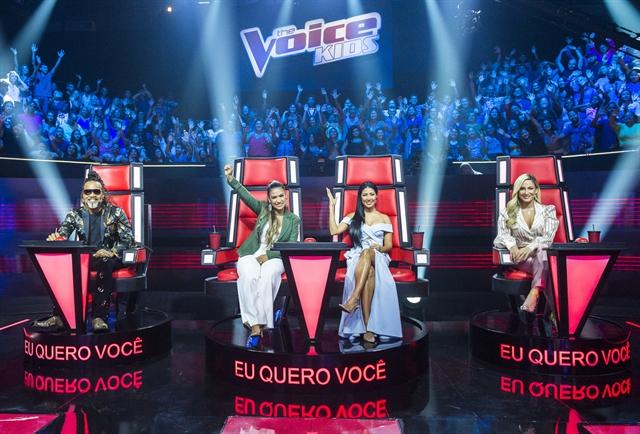 Carlinhos Brown, Simone & Simaria e Claudia Leitte em gravação do The Voice Kids (Foto: Globo/João Miguel Júnior)
