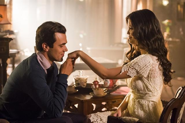 Vicente (Bruno Ferrari) e Maria Vitória (Vitória Strada) em cena de Tempo de Amar (Foto: Globo/Paulo Belote)