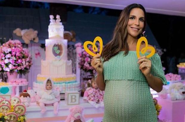 Ivete Sangalo grávida de gêmeas