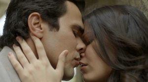 ator e atriz de tempo de amar dão beijo técnico