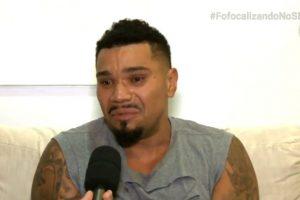 """Naldo Agressoes. Foto do site da O TV Foco que mostra Em entrevista, Naldo chora muito, explica motivo das agressões e pergunta: """"Não mereço a chance de viver?"""""""