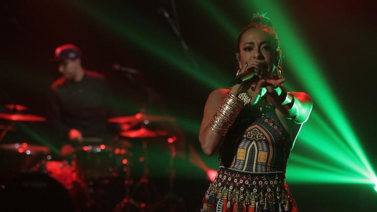 Samantha Schmütz no programa do canal Bis. (Foto: Divulgação).