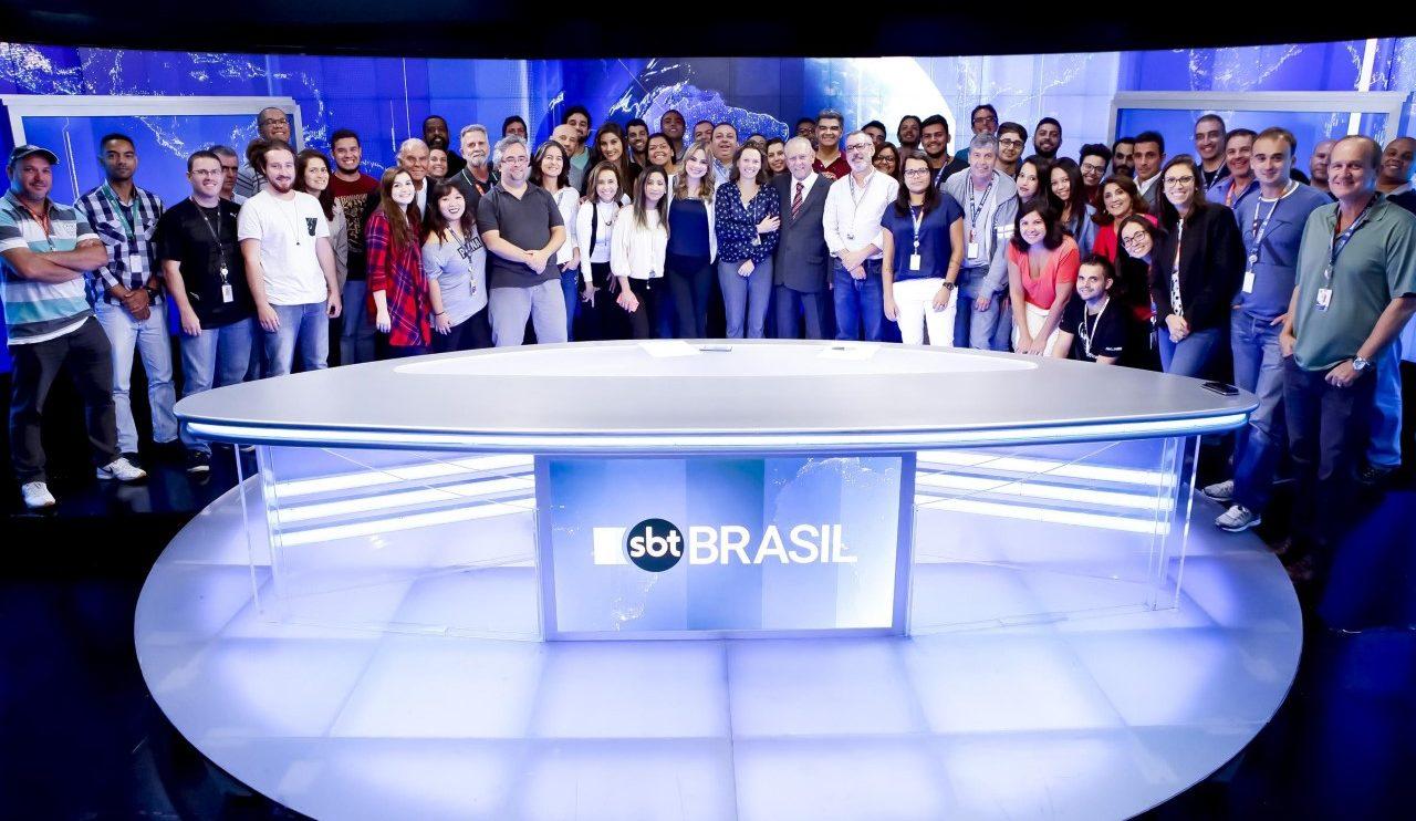 Joseval com toda equipe do SBT Brasil (Foto: Gabriel Cardoso/SBT)
