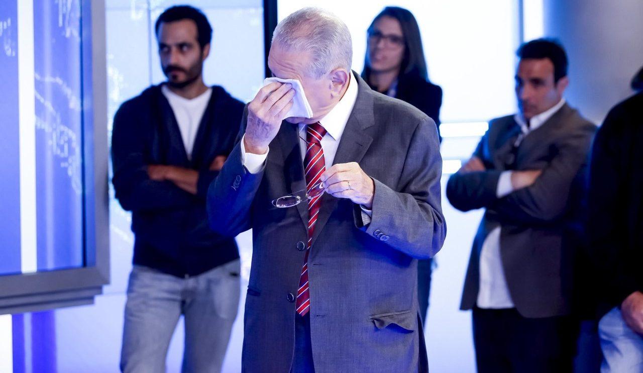 Joseval Peixoto chora após homenagem em despedida do SBT Brasil (Foto: Gabriel Cardoso/SBT)