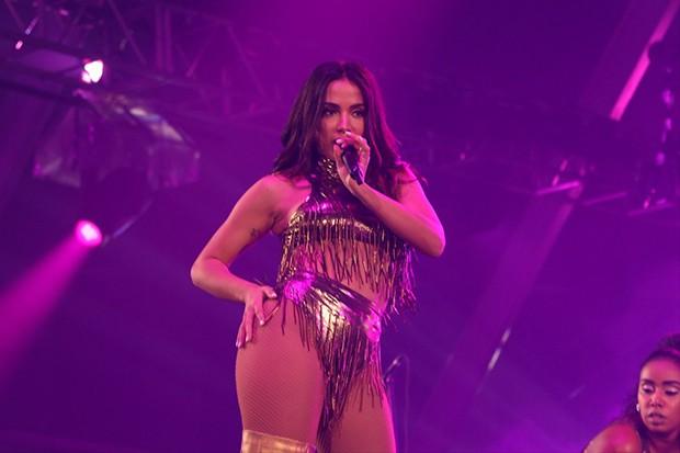 Anitta durante show em Copacabana (Foto: Divulgação)