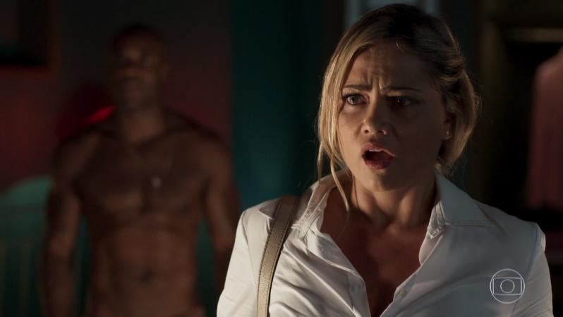 Suzy (Ellen Roche) em cena de O Outro Lado do Paraíso (Foto: Reprodução/Globo)