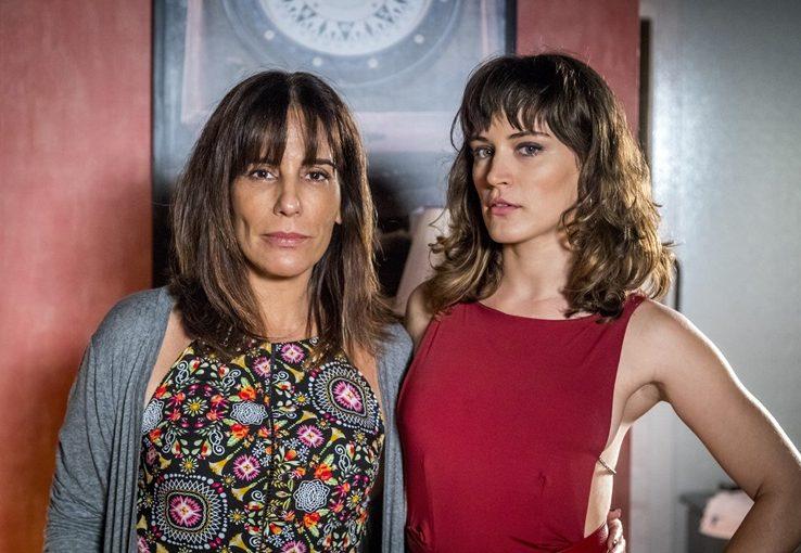 Elizabeth (Gloria Pires) e Clara (Bianca Bin) (Foto: Divulgação/Globo)