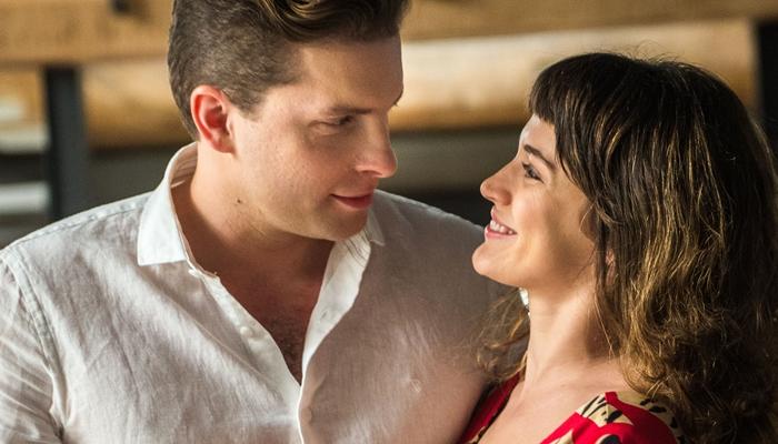 Patrick (Thiago Fragoso) e Clara (Bianca Bin) em O Outro Lado do Paraíso (Foto: Globo/Raquel Cunha)