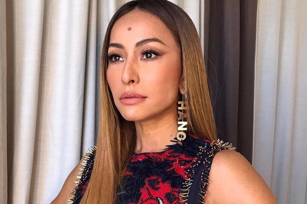Sabrina Sato já quis retirar a pinta de sua testa  descubra o que a fez  mudar de ideia – TV Foco 125fd3a370