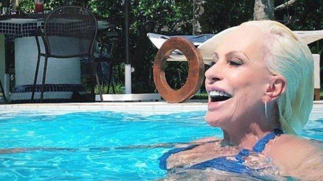 Ana Maria Braga investe no biquíni e fãs babam: 'Muito top'