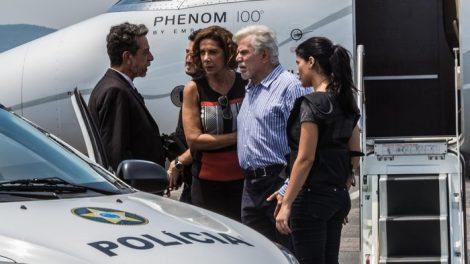 Athaíde (Reginaldo Faria) e Lígia (Angela Vieira) são presos no final de Pega Pega (Foto: Rafael Lima/Globo)