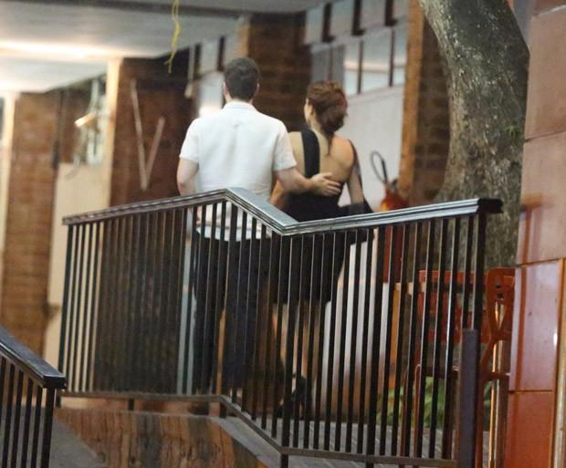 Caio Paduan e Mayana Neiva são clicados em restaurante japonês