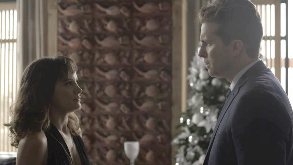Clara (Bianca Bin) e Patrick (Thiago Fragoso) em O Outro Lado do Paraíso (Foto: Divulgação/Globo)
