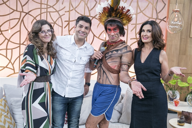 Daniela Brisson (Georgiana Goes), Lair Rennó, índio Obirajara Dominique (Marcelo Adnet) e Fátima Bernardes (Foto: Globo/Rafael Campos)