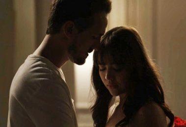 Rafael (Igor Angelkorte) e Laura (Bella Piero) em cena de O Outro Lado do Paraíso (Foto: Divulgação/Globo)