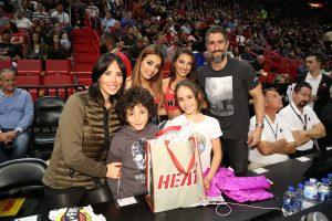 Marcos Mion aproveita viagem com a família e realiza sonho