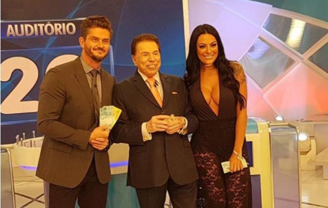 Marcos Harter e Monique Amin gravam com Silvio Santos (Foto: Divulgação)