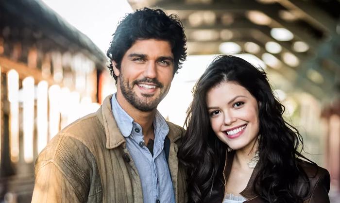 Inácio (Bruno Cabrerizo) e Maria Vitória (Vitória Strada) podem terminar a trama com novos amores. (Foto: Divulgação/TV Globo)