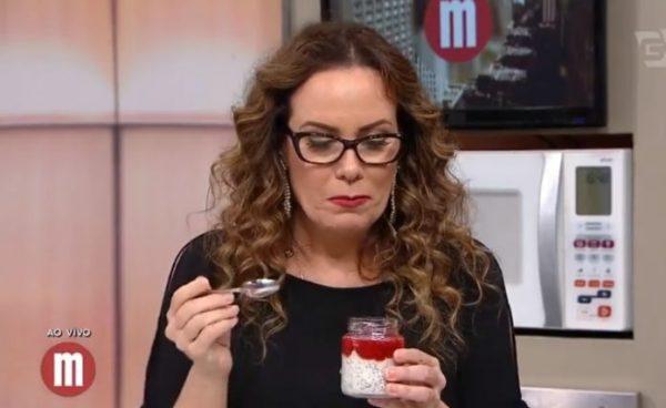 Regina Volpato comendo doce no Mulheres. (Foto - reprodução).