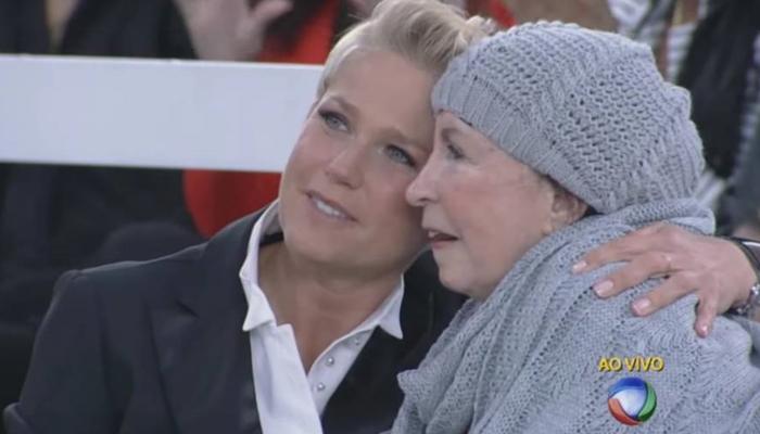 Xuxa e sua mãe, dona Alda,, em seu programa na Record, em setembro de 2015 (Foto: Reprodução/Record)