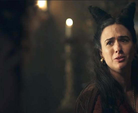 Lucrécia (Tatá Werneck) em cena de Deus Salve o Rei (Foto: Reprodução/Globo)