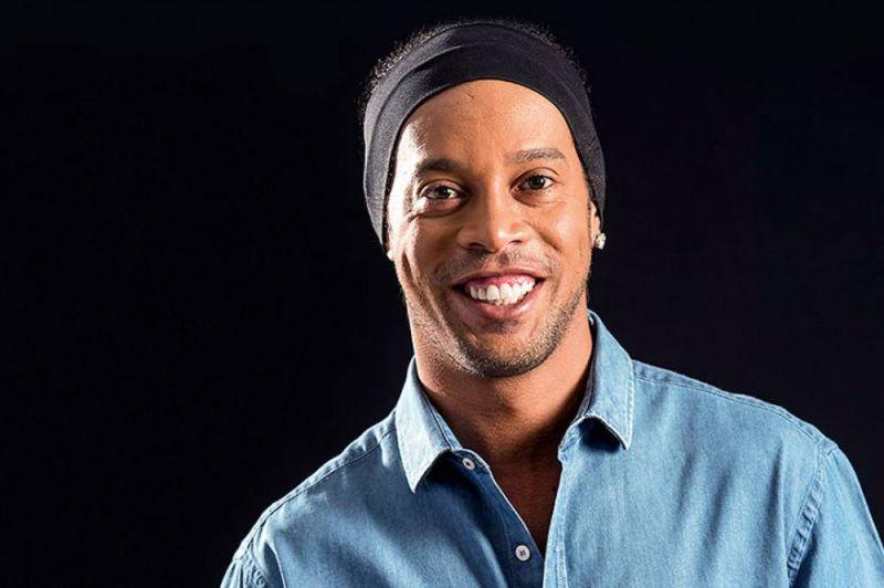 Ronaldinho Gaúcho cobra para jantar com fãs 202d5803928c2