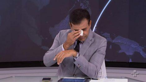 William Corrêa chora ao vivo no Jornal da Cultura (Foto: Divulgação)