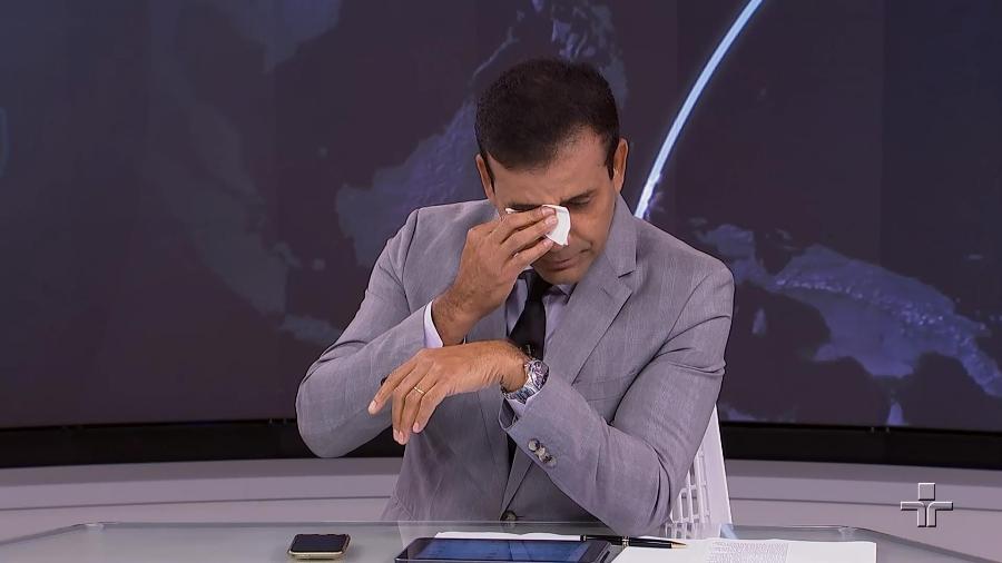 William Corrêa chora ao se despedir do Jornal da Cultura (Foto: Divulgação)