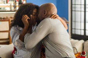 Lado Raquel. Foto do site da O TV Foco que mostra O Outro Lado do Paraíso: Após término com Bruno, Raquel dá o primeiro beijo em Radu