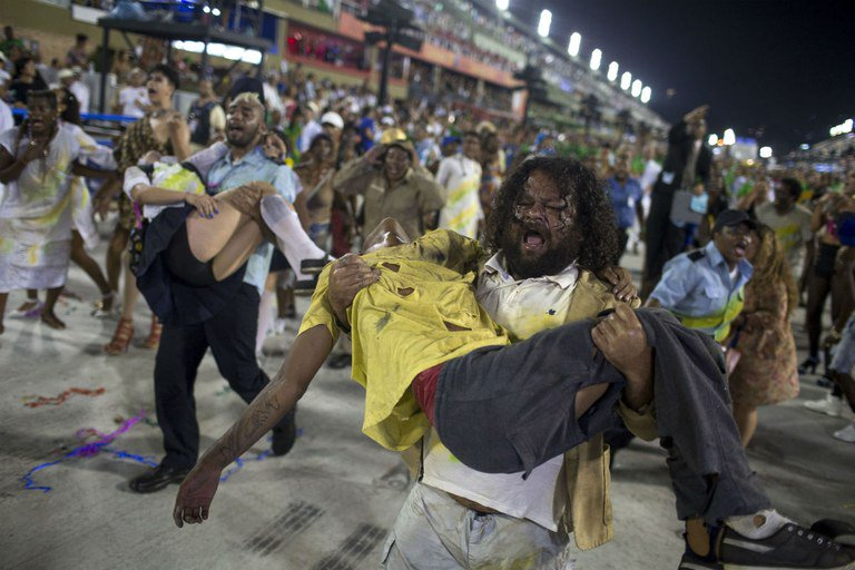 A violência no Rio de Janeiro foi um dos temas retratados pela Beija-Flor (Foto: Reprodução)