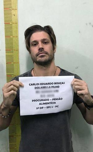 """Celebridades Deixa. Foto do site da O TV Foco que mostra Dado Dolabella deixa a cadeia e Pepita Rodrigues comemora: """"Meu filho está livre"""""""