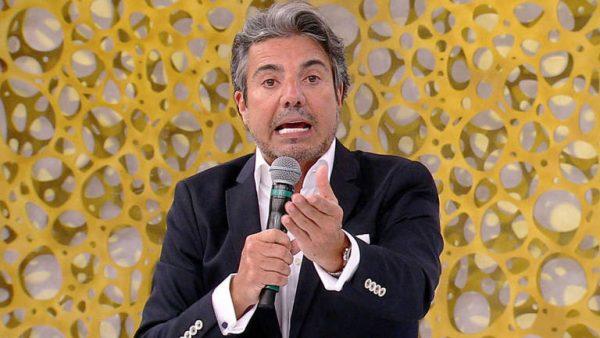 João Kléber da RedeTV! fala sobre pessoas falsas que vivem ao redor dele cirurgia