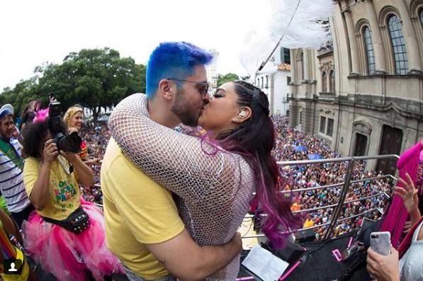 Preta Gil e o marido no carnaval