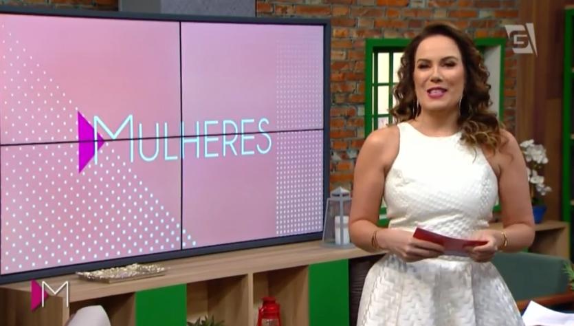 A apresentadora Regina Volpato no novo cenário do Mulheres, da TV Gazeta. (Foto: Reprodução/TV Gazeta)