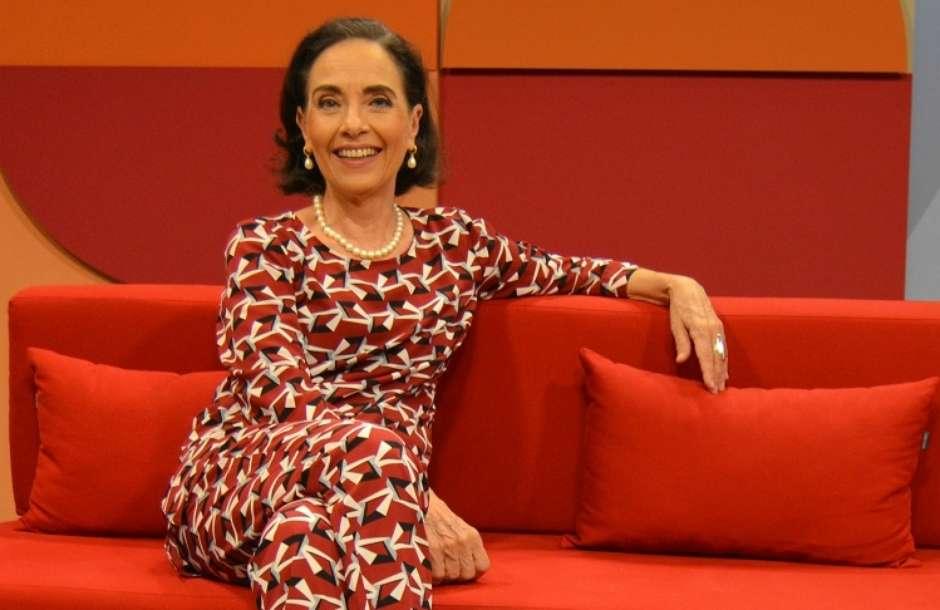 A apresentadora Vera Barroso no estúdio do Sem Censura (Foto: Bruno Souza/TV Brasil)
