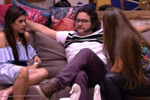 Globo Gleici. Foto do site da O TV Foco que mostra Patrícia sonha com três caixões no BBB18 e se assusta com significado
