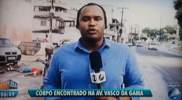 Repórter da Globo em matéria na Bahia (Foto: Reprodução)
