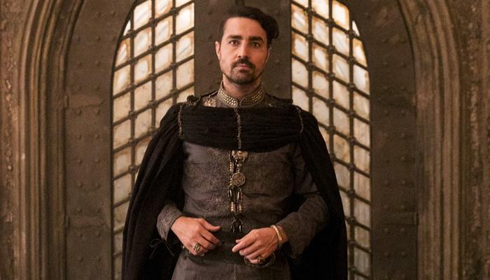 Ricardo Pereira como o Virgílio em cena de Deus Salve o Rei (Foto: Globo/João Miguel Júnior)