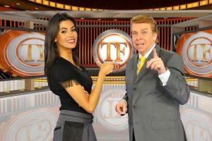 """Fama Comemora. Foto do site da O TV Foco que mostra Flávia Noronha comemora 8 anos com Nelson Rubens no TV Fama: """"Um mestre"""""""