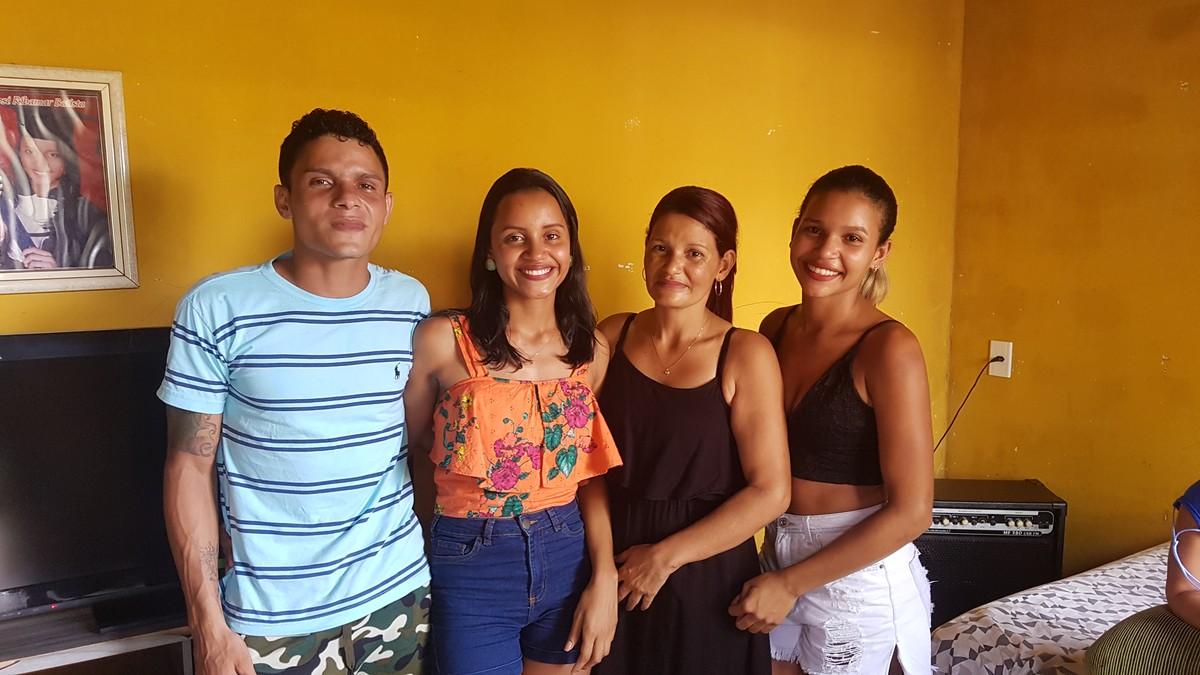 Gleici e a família (Foto: Reprodução)