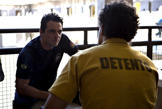 Adriano (Rodrigo Lombardi) em cena de Carcereiros (Foto:Globo/Marcelo Tabach)