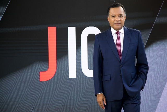 O apresentador Heraldo Pereira no cenário do Jornal das Dez, na Globo News (Foto: Globo/Sergio Zalis)