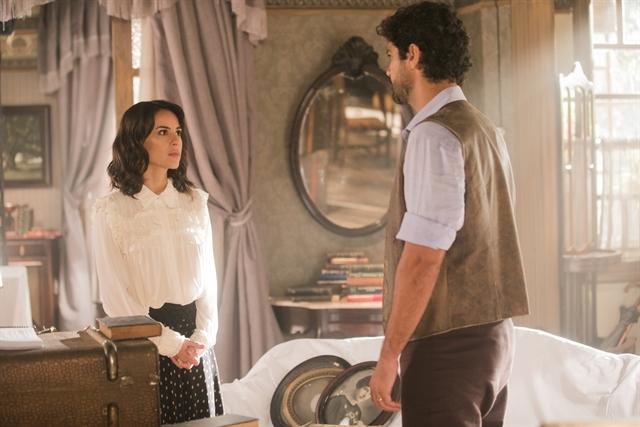 Inácio (Bruno Cabrerizo) acerta contas com Lucinda (Andreia Horta) (Foto: Globo/João Miguel Júnior)