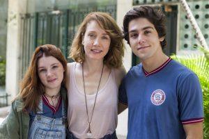Flora (Jeniffer Oliveira), Gabriela (Camila Morgado) e Alex (Daniel Rangel) em Malhação: Vidas Brasileiras (Foto: Globo/Marília Cabral)