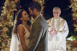 Novela. Foto do site da O TV Foco que mostra O Outro Lado do Paraíso: Cleo e Xodó têm casamento marcado pela emoção veja fotos