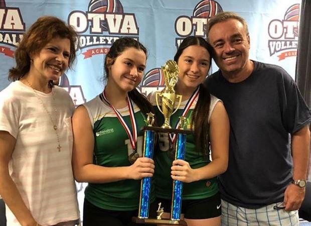 Gugu ao lado da esposa e das filhas Sofia e Marina (Foto: Reprodução)