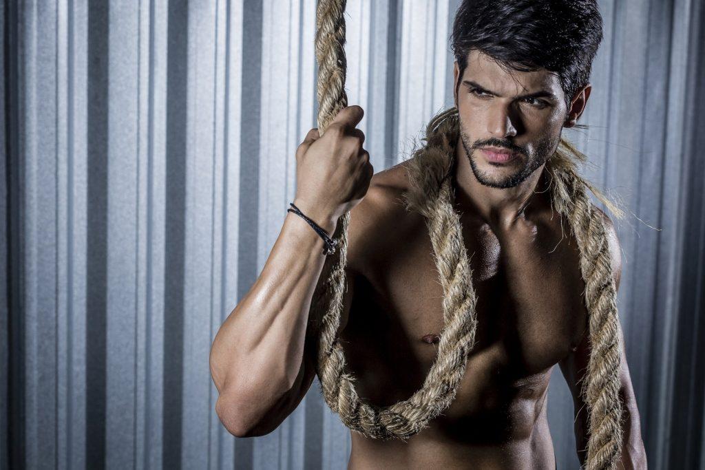 Lucas em ensaio sensual (Foto: Gshow/ Isabella Pinheiro)