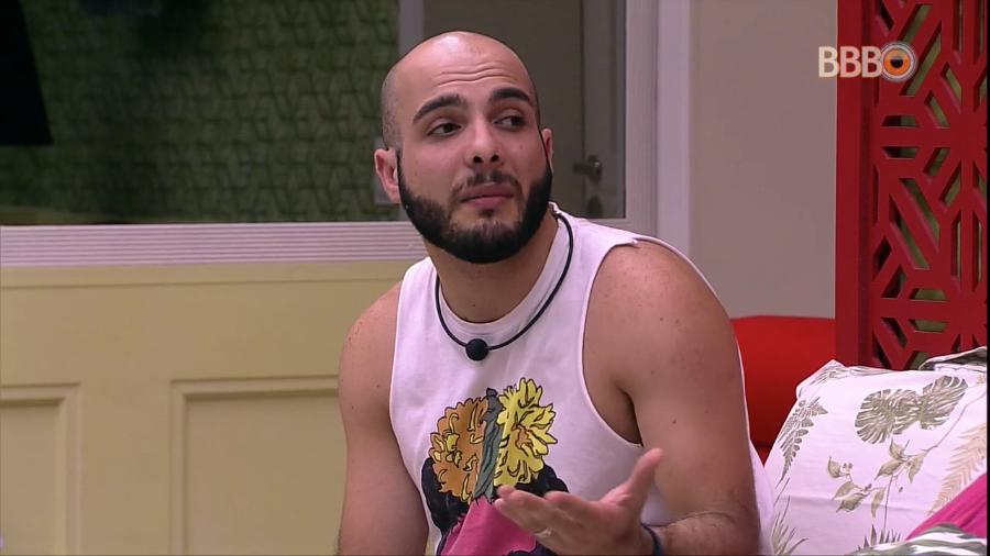 O ex-BBB, da globo, Mahmoud Baydoun surgiu com um pênis de borracha (Foto: Divulgação)