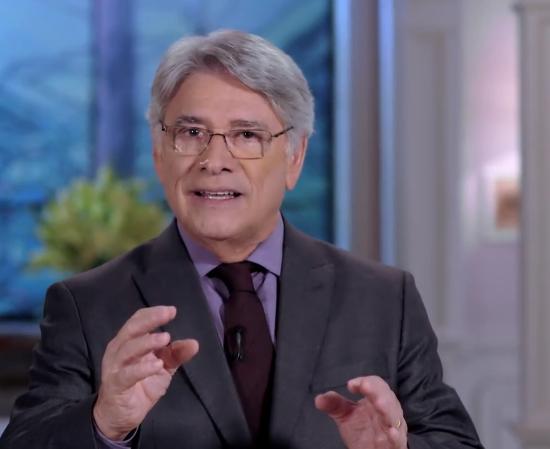 O apresentador Sergio Chapelin no comando do Globo Repórter (Foto: Reprodução/Globo)