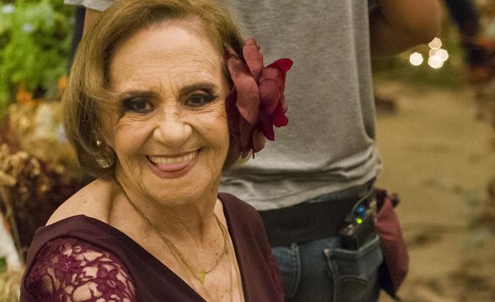 Laura Cardoso nos bastidores de O Outro Lado do Paraíso (Foto: Globo/César Alves)